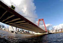 09-12-2006 ALGEMEEN: ROTTERDAM VANAF DE MAAS: ROTTERDAM<br /> De board of Executive Committee CEV waren uitgenodigd door Rotterdam, Rotterdam Topsport en de NeVoBo voor de uitleg van Operation Restore Confidence en kregen een tochtje over de Maas / Willemsbrug<br /> ©2006-WWW.FOTOHOOGENDOORN.NL