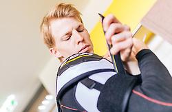 21.04.2016, Red Bull Akademie, Salzburg, AUT, OeSV, Skisprung, Eishockey Kurs, im Bild Michael Hayböck (AUT) // Michael Hayboeck of Austria during a Icehockey Training of Austria Skijumping Team at the Red Bull Academy, Salzburg, Austria on 2016/04/21. EXPA Pictures © 2016, PhotoCredit: EXPA/ JFK