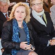 NLD/Amsterdam/20160515 - Nationaal Holocaust museum opent met schilderijen Jeroen Krabbé, minister Jet Bussemaker en Frau Grafin von Roedern