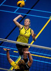 27-10-2012 VOLLEYBAL: SV DYNAMO - PRISMAWORX STRAVOC: APELDOORN<br /> Eerste divisie B vrouwen / Tessa Baltus<br /> ©2012-FotoHoogendoorn.nl