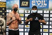BOXEN: ECB Boxgala, Waage, Hamburg, 12.03.2021<br /> Michael Wallisch (GER, l.) und  Knife Didier (RSA)<br /> © Torsten Helmke