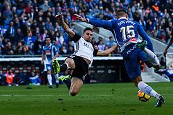Noviembre 19, 2017 - Cornellá, Barcelona, Spain - (15) David López (centrocampista) se dispone a golpear el balón dentro del area durante el partido de La Liga entre el RCD Espanyol y el Valencia CF disputado en el estadio Cornellá-El Prat. El partido ha finalizado  (Credit Image: © Joan Gosa/Xinhua via ZUMA Wire)