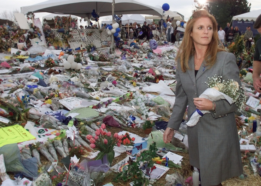DEN109D:CRIME-SHOOTING:LITTLETON,COLORADO,27APR99 - Sarah Ferguson, Duchess of York, visits the memorial to victims of the Columbine High School shooting April 27. The Duchess laid flowers at the site during a stopover in Denver enroute to Kansas. rtw/Photo by Rick Wilking
