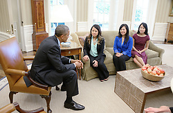 United States President Barack Obama meets Nina Pham of Dallas, Texas, the first nurse in the United States diagnosed with Ebola, as Pham's mother Diana and sister Cathy smile in the Oval Office of the White House October 24, 2014 in Washington, DC. Earlier in the day, Pham was declared 'free of Ebola' at a press conference at the National Institutes of Health. EXPA Pictures © 2014, PhotoCredit: EXPA/ Photoshot/ Olivier Douliery<br /> <br /> *****ATTENTION - for AUT, SLO, CRO, SRB, BIH, MAZ only*****