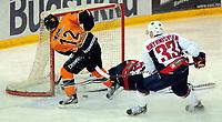 Ishockey<br /> 20.12.2012<br /> Eliteserien<br /> Frisk Asker v Lørenskog<br /> Foto: Ole Walter Sundlo/Digitalsport<br /> <br /> Erik Boisvert (12) - Frisk<br /> Nicolai Brynhildsen (33) - Lørenskog