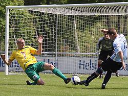 FODBOLD: Kienn Jensen (Helsingør) afslutter under kampen i Danmarksserien, pulje 1, mellem Elite 3000 Helsingør og Skovlunde IF den 6. juni 2010 på Helsingør Stadion. Foto: Claus Birch