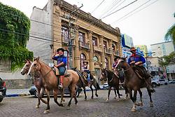 Pampa Gaúcho, gaúchos e seus cavalos andam pela cidade de Bagé/RS. FOTO: Marcos Nagelstein/Agência Preview