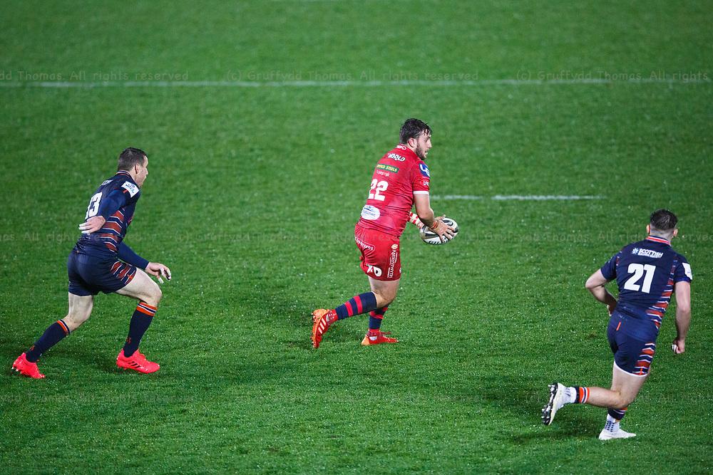 Llanelli, UK. 1 November, 2020.<br /> Scarlets replacement Dan Jones in action in the Scarlets v Edinburgh PRO14 Rugby Match.<br /> Credit: Gruffydd Thomas/Alamy Live News