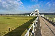 Nederland, Driel, 9-9-2019 De sluis en stuw bij Driel en Arnhem in de rivier de Rijn, nederrijn. Met een stuw wordt de waterstand in een rivier geregeld. De sluis ernaast zorgt dat schepen toch het hoogteverschil kunnen overbruggen. Foto: ANP/ Hollandse Hoogte/ Flip Franssen
