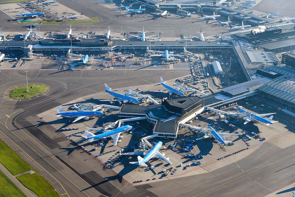 Nederland, Noord-Holland, Haarlemmermeer, 11-12-2013; luchthaven Schiphol. F gate. Aan de gates geparkeerde vliegtuigen van onder andere KLM.<br /> F gate Schiphol Airport . At the gates of parked aircraft, amongst others KLM.<br /> luchtfoto (toeslag op standard tarieven);<br /> aerial photo (additional fee required);<br /> copyright foto/photo Siebe Swart