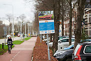 Plasticroad, een fietspad gemaakt van gerecycled plastic aan de Deventerstraatweg in Zwolle. De Plasticroad is een pilotproject. Het fietspad is 30 meter lang en is gemaakt van 1000 kilo gerecycled plastic. |  Plasticroad, a bicycle path made from recycled plastic on Deventerstraatweg in Zwolle. The Plasticroad is a pilot project. The cycle path is 30 meters long and is made from 1000 kilos of recycled plastic