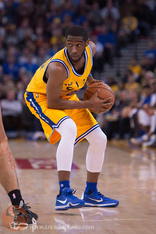 November 17, 2015; Oakland, CA, USA; Golden State Warriors guard Ian Clark (21) controls the basketball during the fourth quarter against the Toronto Raptors at Oracle Arena. The Warriors defeated the Raptors 115-110.