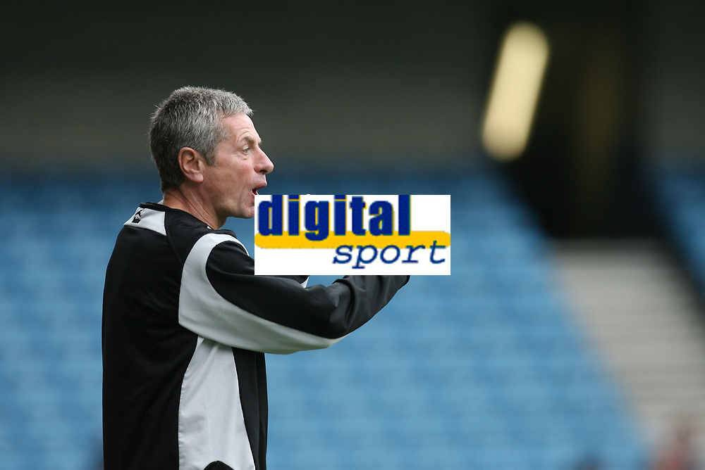Photo: Rich Eaton.<br /> <br /> Millwall v Swindon Town. Coca Cola League 1. 29/09/2007. Millwall Manager Willie Donachie watches his side go 1-0 down in the first half.