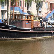 NLD/Amsterdam/20070503 - Woonboot de Megamolaan van Jeroen Pauw in de haven van Amsterdam