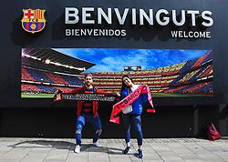 FC Barcelona fans pose with scarves outside the Camp Nou Stadium - Mandatory by-line: Matt McNulty/JMP - 14/03/2018 - FOOTBALL - Camp Nou - Barcelona, Catalonia - Barcelona v Chelsea - UEFA Champions League - Round of 16 Second Leg