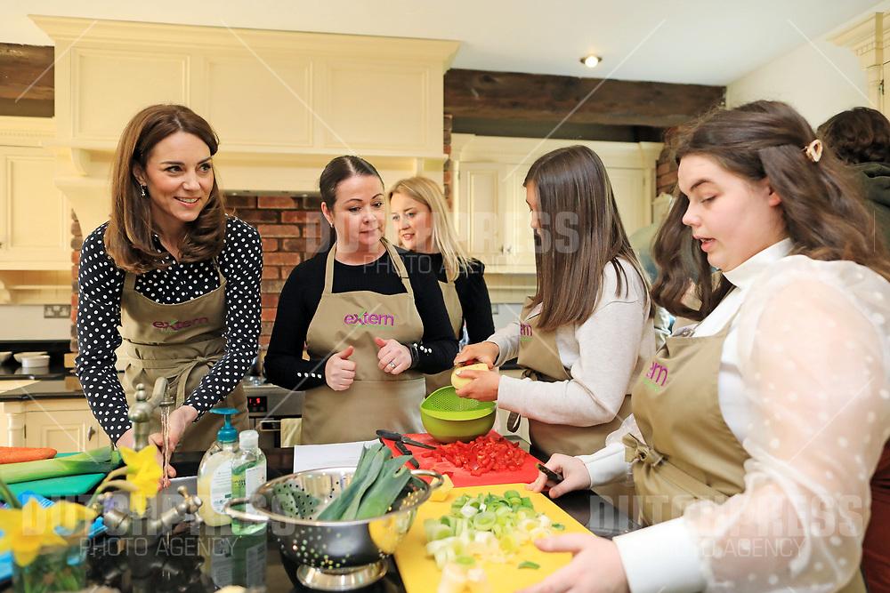 COUNTY KILDARE - Catherine Hertogin van Cambridge bij een bezoek an Savannah House, County Kildare, op de tweede dag van hun drie-daags bezoek aan Ierland.