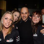 Presentatie Christian Albers wagen sponsor, Mental Theo en pitspoesen in kleding van Minardi F1
