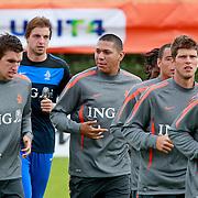 NLD/Katwijk/20110808 - Training Nederlands Elftal voor duel Engeland - Nederland, Kevin Strootman, Hedwiges Maduro, Klaas Jan Huntelaar