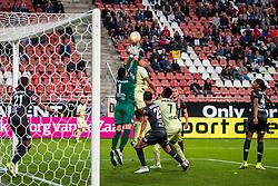 27-09-2018 NED: FC Utrecht - MVV Maastricht, Utrecht<br /> First round Dutch Cup stadium Nieuw Galgenwaard / Shermaine Martina #21 of MVV, Luuk Koopmans #1 of MVV, Cyriel Dessers #11 of FC Utrecht, Hawbir Moustafa #25 of MVV, Gyrano Kerk #7 of FC Utrecht, Shermar Martina #4 of MVV