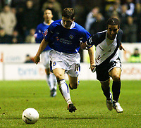 Photo: Chris Ratcliffe.<br /> Leicester City v Tottenham Hotspur. The FA Cup.<br /> 08/01/2006.<br /> Aaron Lennon (R) of Spurs tussles with Joey Gudjohnsen
