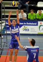 12-02-2011 VOLLEYBAL: AB GRONINGEN/LYCURGUS - DRAISMA DYNAMO: GRONINGEN<br /> In een bomvol Alfa-college Sportcentrum werd Dynamo met 3-2 (25-27, 23-25, 25-19, 25-23 en 16-14) verslagen door Lycurgus / Ron van Steen (#8) <br /> ©2011-WWW.FOTOHOOGENDOORN.NL
