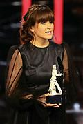 """Lena Schömann, Preisträgerin """"Produktion"""" für """"Das perfekte Geheimnis"""". Verleihung 41. Bayerischer Filmpreis 2019 am 17.01.2020 im Prinzregententheater München."""