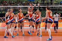 16-08-2016 BRA: Olympic Games day 11, Rio de Janeiro<br /> De Nederlandse volleybalsters staan in de olympische halve finales. In een overtuigende wedstrijd, waarin alleen de derde set werd verloren, was Oranje te sterk voor Zuid-Korea: 25-19, 25-14, 23-25 en 25-20. / Anne Buijs #11, Judith Pietersen #8, Robin de Kruijf #5, Laura Dijkema #14, Lonneke Sloetjes #10, Debby Stam-Pilon #16