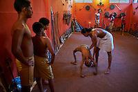 Inde, Etat du Kerala, ecole de Kalarippaya (Kalari), art martial // India, Kerala state, Kalarippaya school (Kalari)