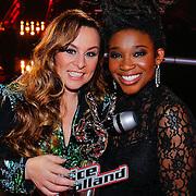 NLD/Hilversum/20121214 - Finale The Voice of Holland 2012, Trijntje Oosterhuis enwinnares Leona Phillipo