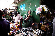 Xipamanine Market, definetely the biggest market of Maputo. Inside the several markets of Maputo a buier can find almost everything, from vegetables to cooked food, from bikes to coal. A custumer can repear his old radio or buy a new one. Everything is possible to sell it is possible to find in one of the Maputo Markets.