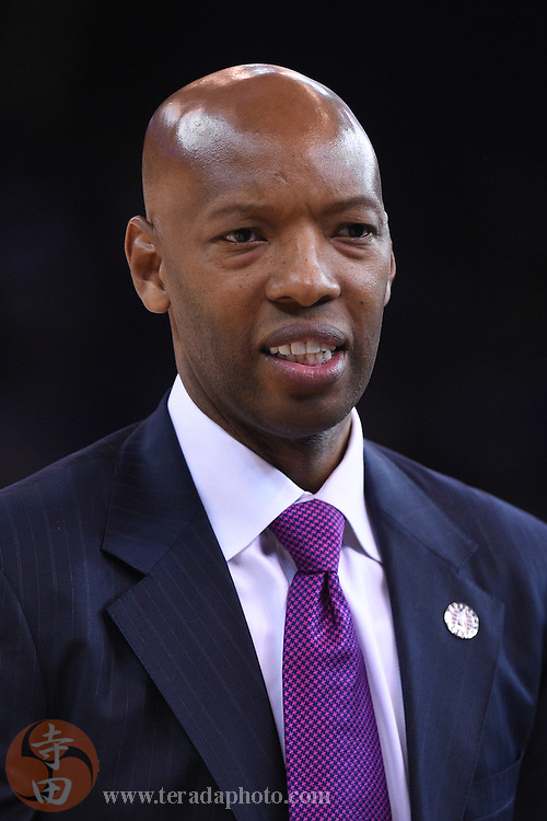 November 5, 2014; Oakland, CA, USA; Los Angeles Clippers assistant coach Sam Cassell during the second quarter against the Golden State Warriors at Oracle Arena. The Warriors defeated the Clippers 121-104.