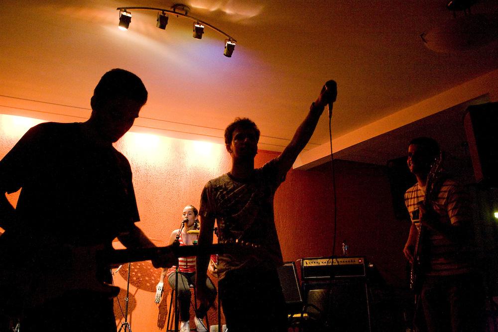 Belo Horizonte_MG, Brasil...Show da banda Estandarte na Minueto escola e estudio musical...The show of the Estandarte band  in Minueto school and music studio...Foto: JOAO MARCOS ROSA / NITRO