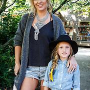 NLD/Amsterdam/20150909 - Uitreiking Mamma of The Year Awards, Charlotte Heitinga met dochter Jezebelle