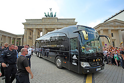 15.07.2014, Brandenburger Tor, Berlin, GER, FIFA WM, Empfang der Weltmeister in Deutschland, Finale, im Bild Der Bus der deutschen Fussball-Nationalmannschaft vor dem Brandenburger Tor // during Celebration of Team Germany for Champion of the FIFA Worldcup Brazil 2014 at the Brandenburger Tor in Berlin, Germany on 2014/07/15. EXPA Pictures © 2014, PhotoCredit: EXPA/ Eibner-Pressefoto/ Hibbeler<br /> <br /> *****ATTENTION - OUT of GER*****