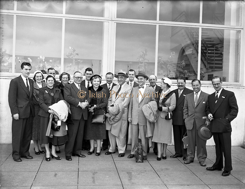 05/10/1954<br /> 10/05/1954<br /> 05 October 1954<br /> American businessmen in Ireland. Picture shows the group at Dublin Airport.