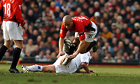 Fotball<br /> Premier League England <br /> 21.02.2004<br /> Manchester United v Leeds 1-1<br /> Foto: Fotosports/Digitalsport<br /> NORWAY ONLY<br /> <br /> ALAN SMITH LEEDS UNITED TACKLE ON MIKAEL SILVESTRE MANCHESTER UNITED ENDS IN SILVESTRE GOING OFF WITH INJURY