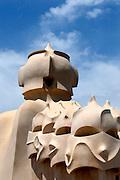 Spanje, Barcelona, 27-5-2007..Geheimzinnige, op strijders lijkende figuren op het dak van Casa Mila, La Pedrera, een huis naar een ontwerp van Antonio Gaudi aan de Passeig de Gracia..Foto: Flip Franssen