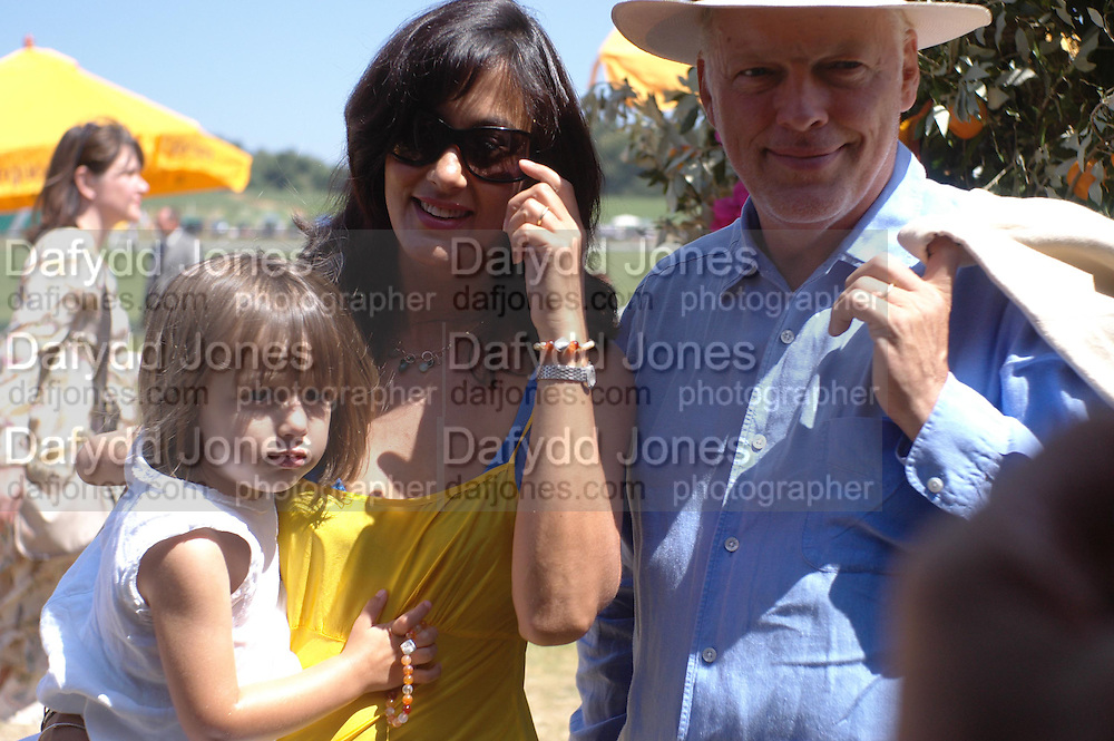 Romany Gilmour, Polly Sampson and David Gilmour. Veuve Clicquot Gold Cup Final at Cowdray Park. Midhurst. 17 July 2005. ONE TIME USE ONLY - DO NOT ARCHIVE  © Copyright Photograph by Dafydd Jones 66 Stockwell Park Rd. London SW9 0DA Tel 020 7733 0108 www.dafjones.com