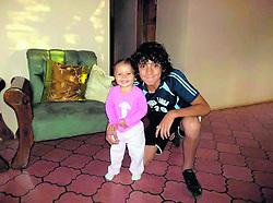 """September 30, 2018 - (30/09/2018) Barlon Sequeira con el uniforme de Sabana Larga, cuando era guiado por Víctor Julio Oconitrillo. Lo acompaña su hermanita Valeria, quien en la actualidad tiene 8 años y es la niña con la que él siempre sale a la cancha cuando la Liga juega como local. PROHIBIDO EL USO O REPRODUCCIÃ""""N EN COSTA RICA. (Credit Image: © La Nacion via ZUMA Press)"""