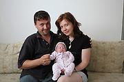 Radu en 2011 chez lui dans la ville de Botosani au nord ouest de Iasi, avec son épouse Andrea et leur petite fille. Radu et Andrea se sont mariés en 2008. Radu travaille dans une scierie. Il est l'un des seuls anciens de l'orphelinat à avoir fait des études (il a étudié l'agronomie à Iasi). Aujourd'hui, il vit toujours à Botosani et est le père de deux enfants. <br /> <br /> At home with his wife Andrea and their child.<br /> <br /> Botosani, 2011
