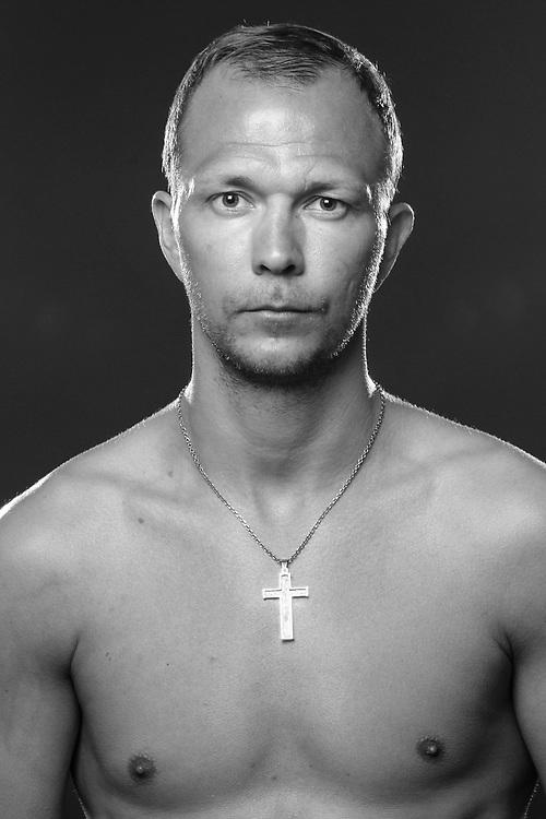 BOXEN: Studio, Portrait of a Boxer, Winsen, 17.02.2016<br /> Dima Weimer<br /> © Torsten Helmke