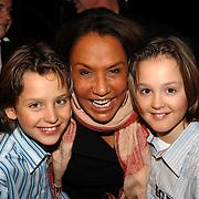 NLD/Hilversum/20070309 - 9e Live uitzending SBS Sterrendansen op het IJs 2007, Patty Brard, Didier en Maxim Froger
