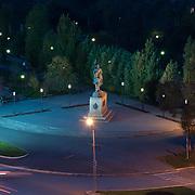 Памятник казакам Оренбурга ночью с высоты