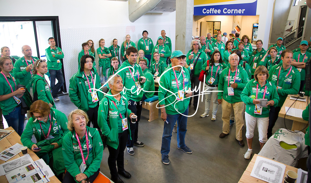 DEN HAAG - breefing vrijwilligers. FOTO KOEN SUYK
