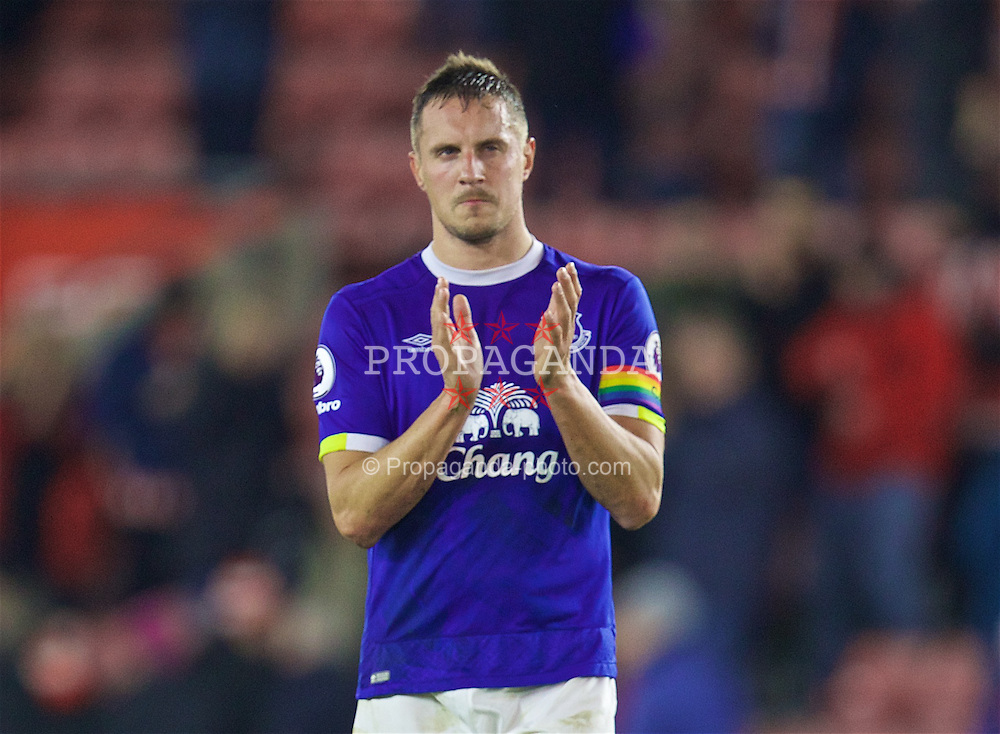 SOUTHAMPTON, ENGLAND - Saturday, November 19, 2016: Everton's captain Phil Jagielka applauds the supporter after his side's 1-0 defeat by Southampton during the FA Premier League match at St. Mary's Stadium. (Pic by David Rawcliffe/Propaganda)