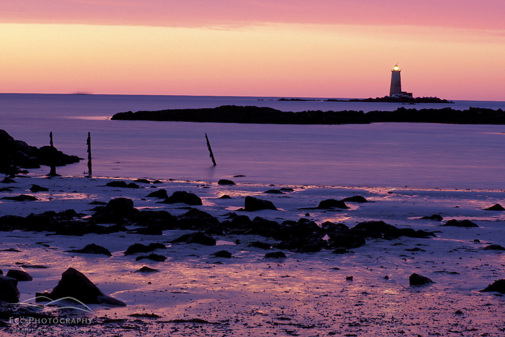 Kittery, NH. Fort Foster.  Whaleback Lighthouse.  Sunrise.  Mouth of the Piscataqua River.  Winter.