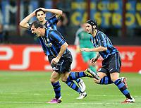 Milano, 05/04/2011<br /> Champions League/Inter-Schalke 04<br /> Gol Inter: Stankovic esulta con Ranocchia e Chivu