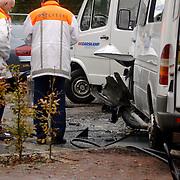NLD/Huizen/20051122 - Busje ontploft van gehandicapten vervoer bij blindeninstituut Visio Huizen, bestuurder zwaargewond, bleek later een aanslag met een explosief te zijn, bom, bomaanslag