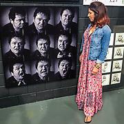 NLD/Amsterdam/20200904 - Rachel Hazes - van Galen bezoekt expo van fotograaf Govert de Roos