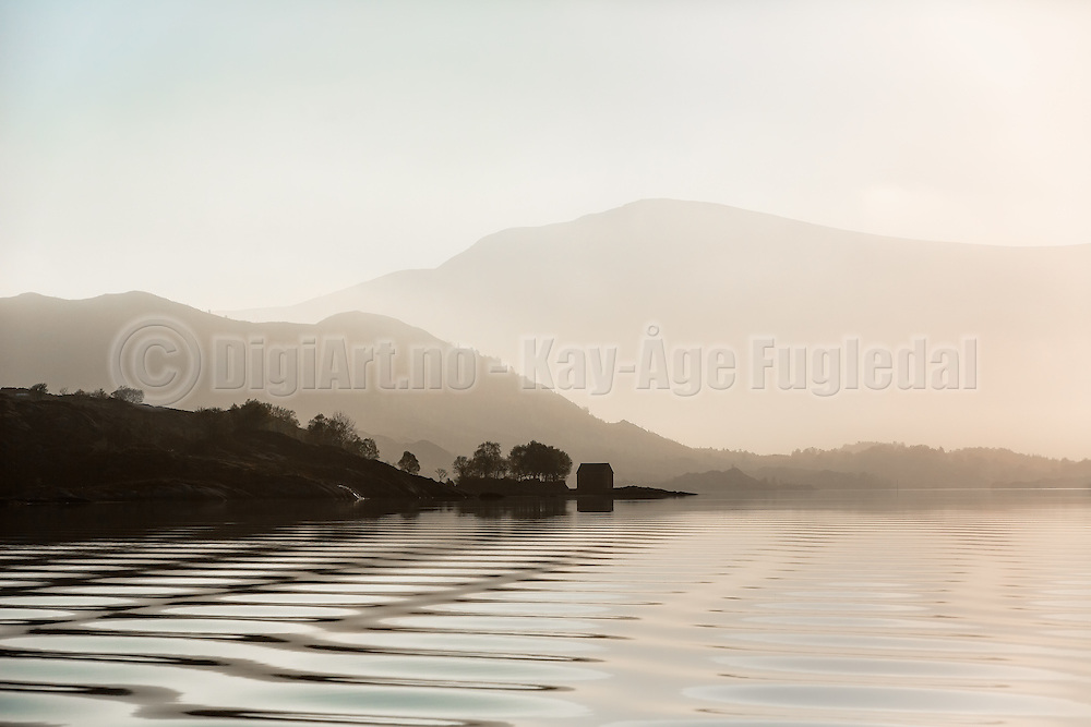 Morning mood, with boat house and small ripples in the sea | Morgenstemning med naust i fjøra, og krusninger i sjøen